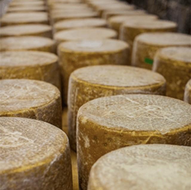 Cantal l'oeuf que la semaine reprenne, mange du fromage !